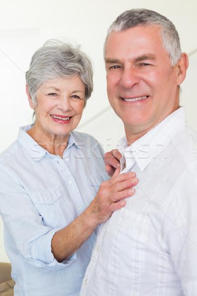 Uśmiechnięty emeryturę para patrząc kamery domu Zdjęcia stock © wavebreak_media