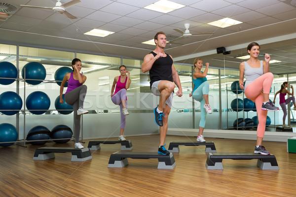 Fitness classe étape aérobic gymnase homme Photo stock © wavebreak_media