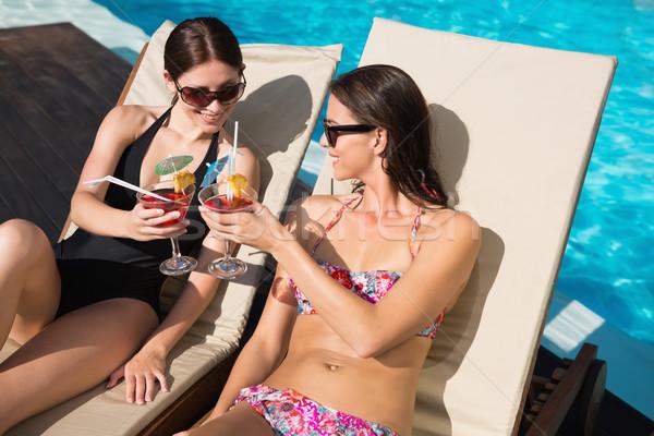 Stok fotoğraf: Kadın · içecekler · yüzme · havuzu · iki · güzel