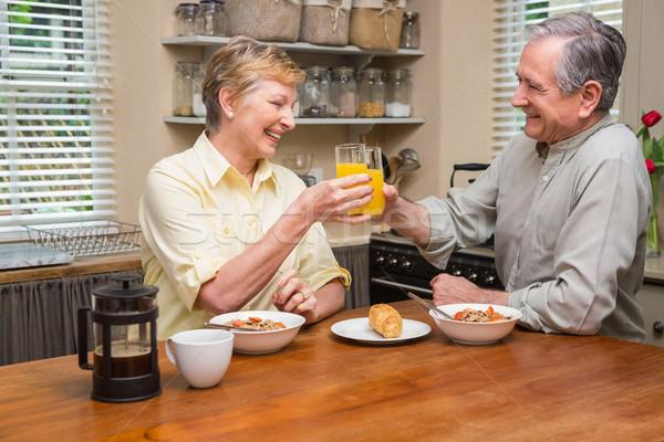 Casal de idosos café da manhã juntos casa cozinha mulher Foto stock © wavebreak_media