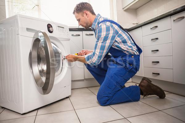 Handwerker · Festsetzung · Waschmaschine · Küche · Mann ...
