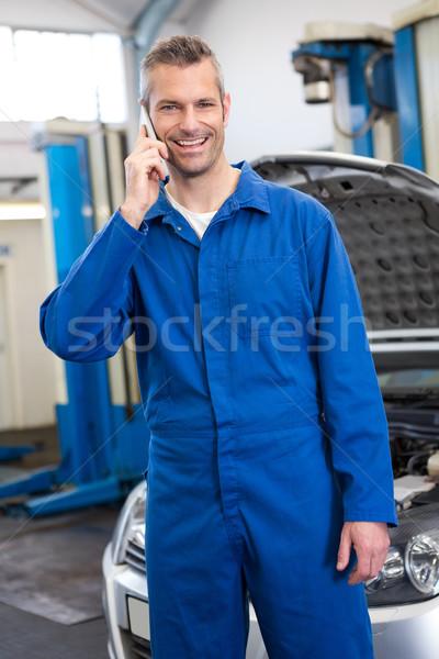 Mosolyog szerelő telefon javítás garázs férfi Stock fotó © wavebreak_media