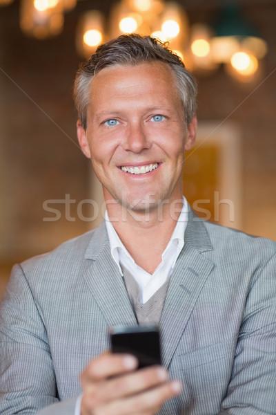 Stock fotó: Mosolyog · üzletember · küldés · szöveges · üzenet · kávézó · profi