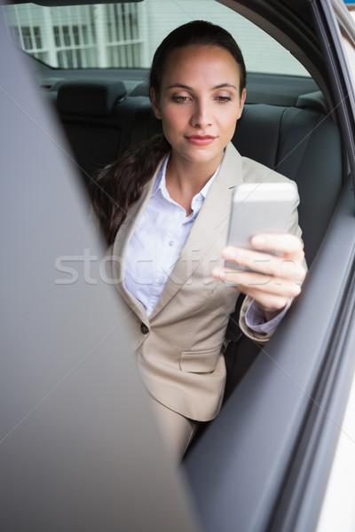 Fókuszált üzletasszony telefon autó vállalati női Stock fotó © wavebreak_media