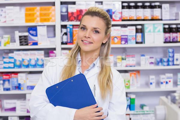 Uśmiechnięty farmaceuta schowek szpitala apteki Zdjęcia stock © wavebreak_media