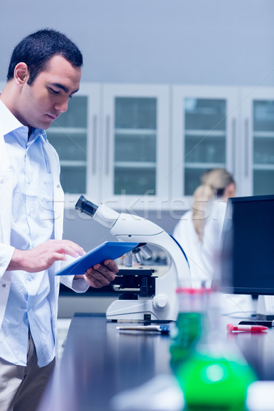 Ciência estudante trabalhando microscópio lab universidade Foto stock © wavebreak_media