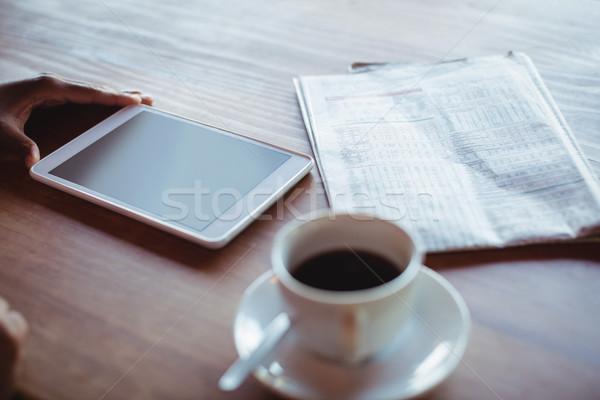 стороны женщину цифровой таблетка кофе ресторан Сток-фото © wavebreak_media