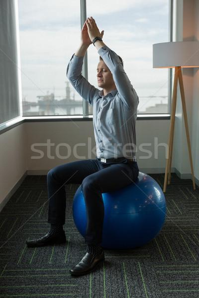 Exécutif méditer fitness balle bureau homme Photo stock © wavebreak_media