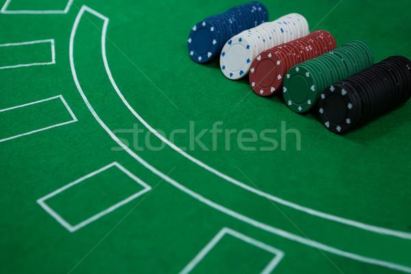 Primer plano chips veintiuna mesa casino tecnología Foto stock © wavebreak_media