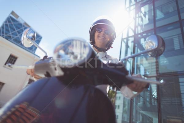 表示 女性 ライディング モータ スクーター ストックフォト © wavebreak_media