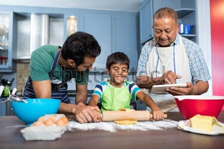 Сток-фото: мальчика · Cookie · отец · деда · кухне · домой