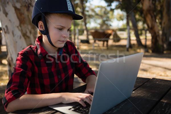 Lány laptopot használ számítógép boldog gyermek nyár Stock fotó © wavebreak_media