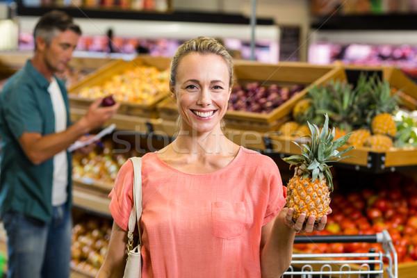 улыбающаяся женщина ананаса продуктовых бизнеса женщину Сток-фото © wavebreak_media