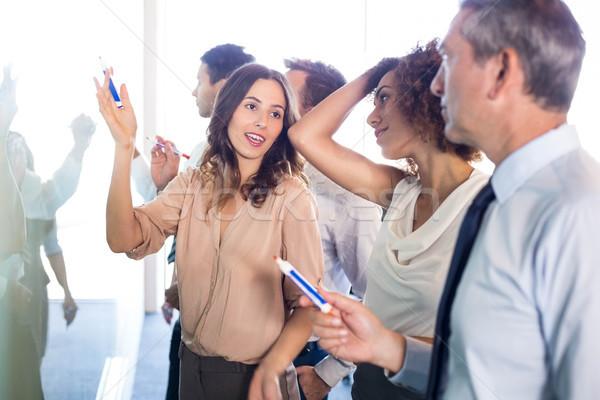 Gens d'affaires écrit bureau affaires femme Photo stock © wavebreak_media