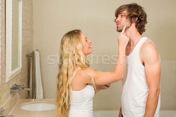 Foto stock: Bonitinho · casal · creme · banheiro · amor