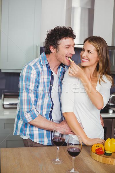 Foto stock: Sonriendo · hermosa · esposa · marido · cocina