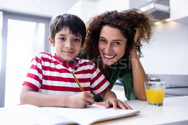 Mutlu anne yardım oğul ödev mutfak Stok fotoğraf © wavebreak_media