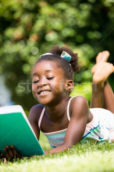 笑みを浮かべて かわいい 少女 読む 図書 公園 ストックフォト © wavebreak_media