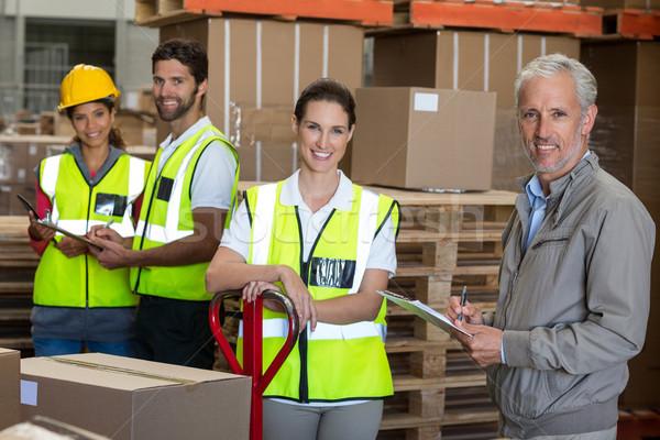Portret pracowników kierownik uśmiechnięty stwarzające twarz Zdjęcia stock © wavebreak_media