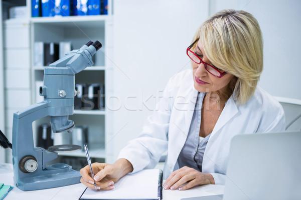 Optometrista escrito archivo oftalmología clínica mujer Foto stock © wavebreak_media