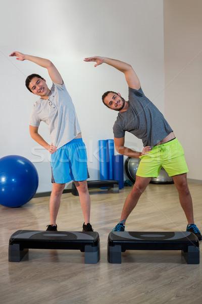 Portret dwóch mężczyzn wykonywania fitness studio Zdjęcia stock © wavebreak_media