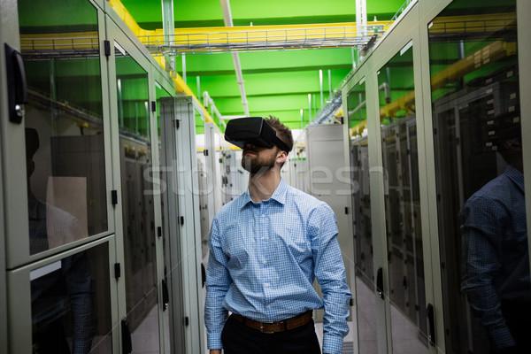 Technikus virtuális valóság headset szerver szoba Stock fotó © wavebreak_media