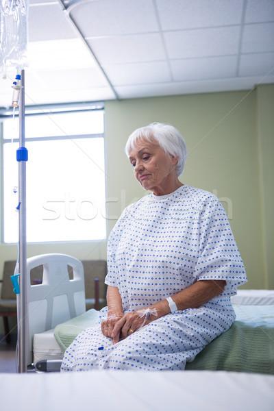 Endişeli kıdemli hasta oturma yatak hastane Stok fotoğraf © wavebreak_media