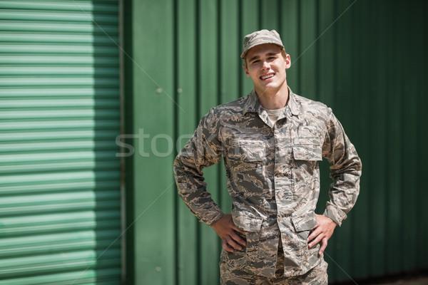 Stok fotoğraf: Portre · gülen · askeri · asker · ayakta · eller