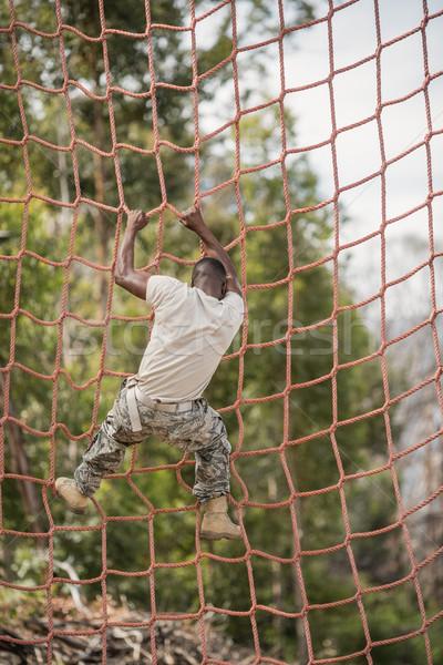 Katonaság katona mászik net akadályfutás fitnessz Stock fotó © wavebreak_media
