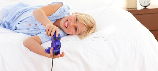 çok güzel küçük kız oynama video oyunu mutlu çocuk Stok fotoğraf © wavebreak_media
