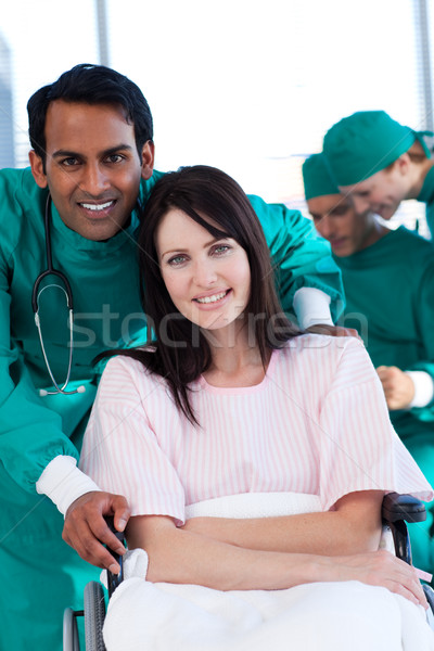 женщины пациент хирург улыбаясь камеры больницу Сток-фото © wavebreak_media