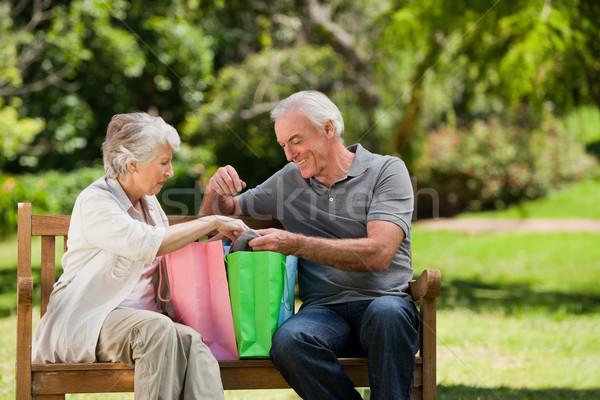 Pensione Coppia amore shopping bag Foto d'archivio © wavebreak_media