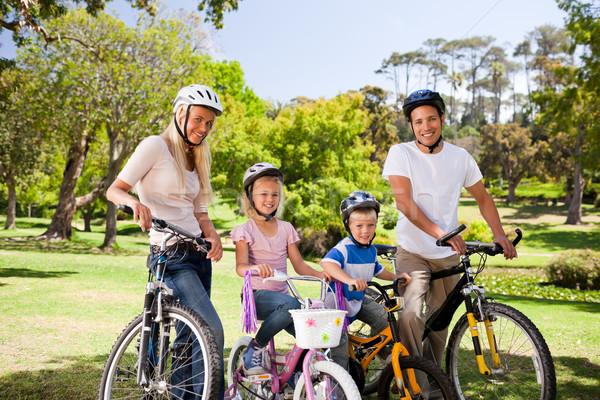 Famiglia parco bikes amore modello sport Foto d'archivio © wavebreak_media