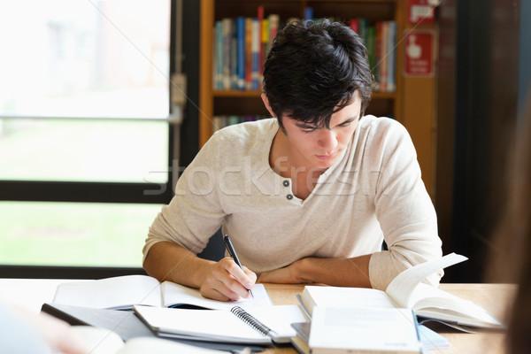Männlich Studenten arbeiten Essay Bibliothek Papier Stock foto © wavebreak_media