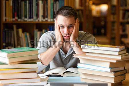 Cansado estudante ler biblioteca livro trabalhar Foto stock © wavebreak_media