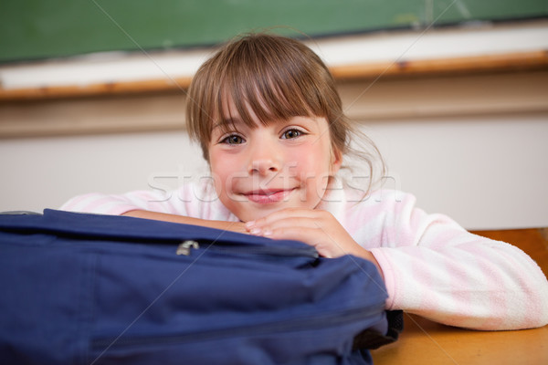 Cute colegiala posando bolsa aula nina Foto stock © wavebreak_media