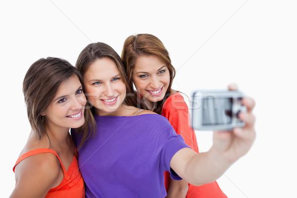 Drie mooie tieners permanente kant gelukkig Stockfoto © wavebreak_media