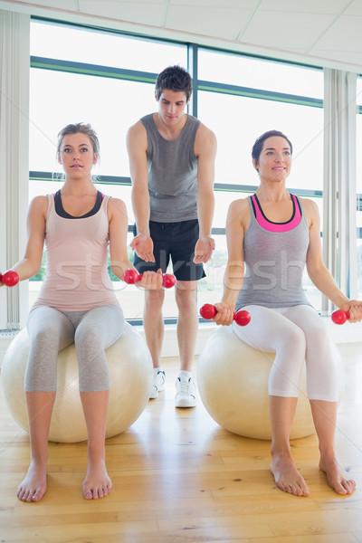 Iki kadın spor salonu koç dambıl oturma egzersiz Stok fotoğraf © wavebreak_media