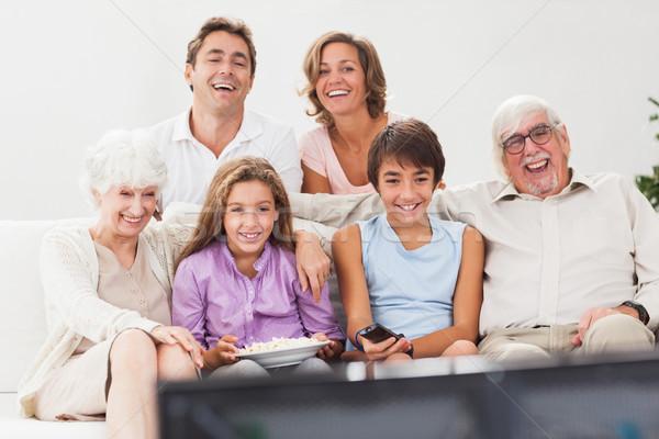расширенной семьи смотрят телевизор вместе диване дома Сток-фото © wavebreak_media