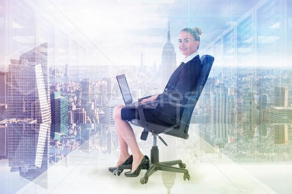 Imagine femeie de afaceri şedinţei scaun la Imagine de stoc © wavebreak_media