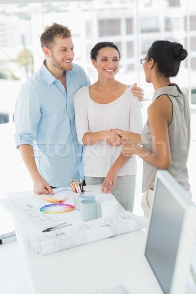 Handen schudden glimlachend cliënt studio hand Stockfoto © wavebreak_media