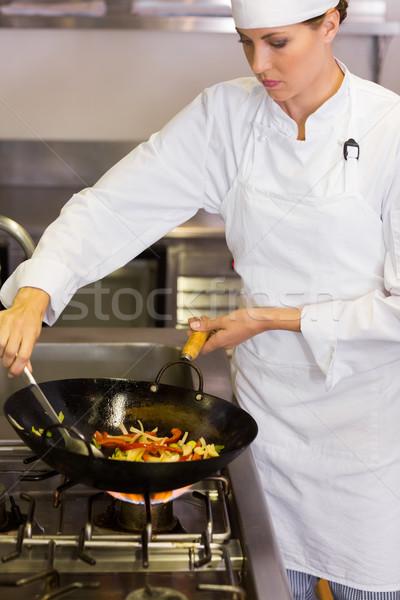 Concentrato femminile chef cucina donna Foto d'archivio © wavebreak_media