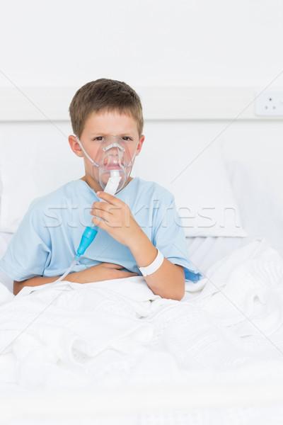 Jongen bed zuurstofmasker ziekenhuis portret ziek Stockfoto © wavebreak_media