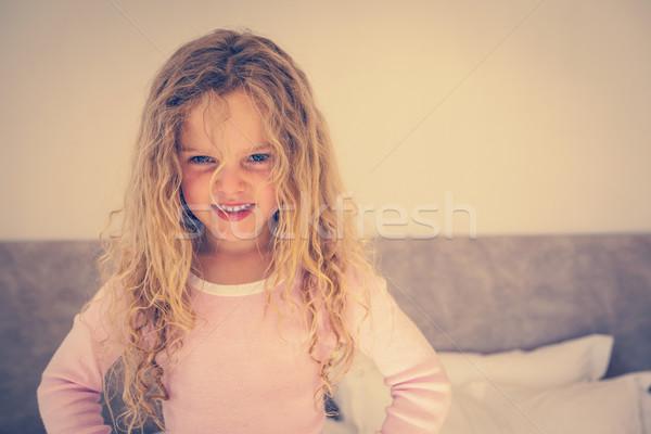 Ritratto giovani sorridere ragazza camera da letto piedi Foto d'archivio © wavebreak_media