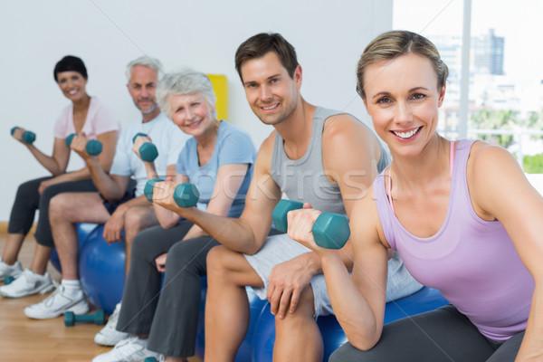 Fitness clase pesas gimnasio vista lateral Foto stock © wavebreak_media