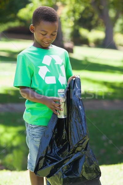Recycling tshirt omhoog prullenbak Stockfoto © wavebreak_media