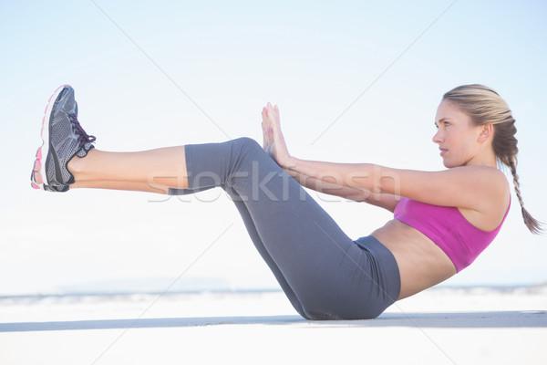 Fitt szőke nő ül csónak pozició tengerpart Stock fotó © wavebreak_media