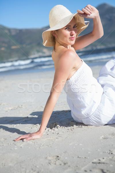 Içerik beyaz elbise oturma plaj bakıyor Stok fotoğraf © wavebreak_media