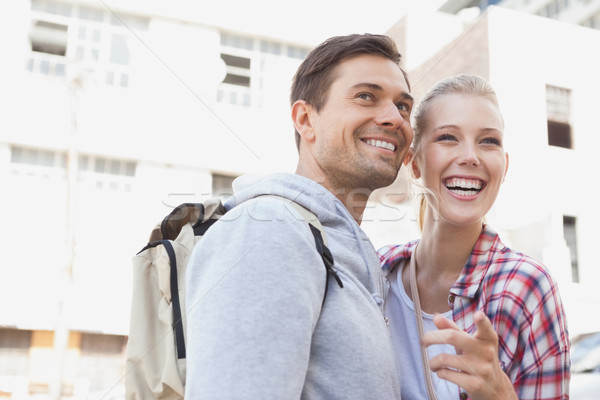 Jonge toeristische paar glimlachend wijzend iets Stockfoto © wavebreak_media