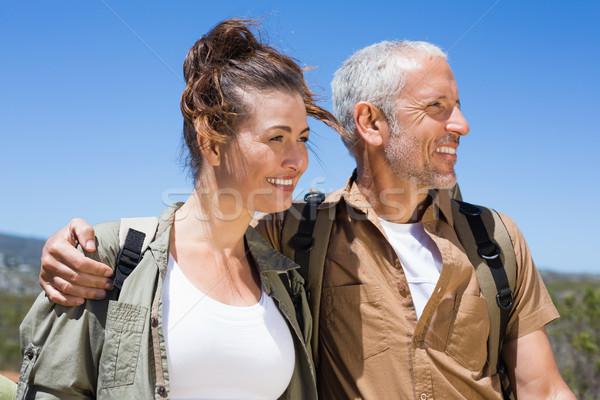 Randonnée couple souriant ensemble montagne sentier Photo stock © wavebreak_media